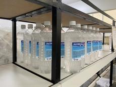 Álcool em gel produzido já no primeiro dia de trabalho.